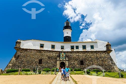 Turistas no Forte de Santo Antônio da Barra (1702)  - Salvador - Bahia (BA) - Brasil