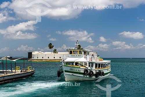 Barco atracando no Terminal Turístico Náutico da Bahia  - Salvador - Bahia (BA) - Brasil