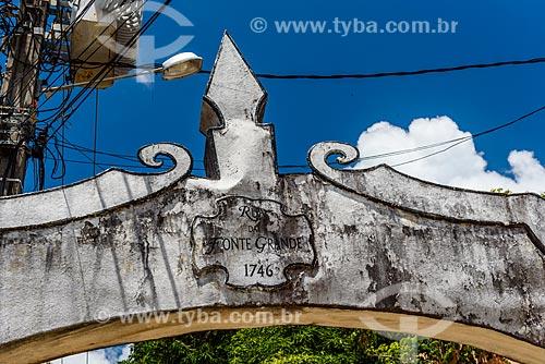 Detalhe do portal na Rua da Fonte Grande  - Cairu - Bahia (BA) - Brasil