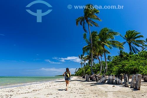 Banhista na orla da Praia do Encanto  - Cairu - Bahia (BA) - Brasil