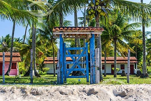Porta de  casa na orla da Praia de Bainema  - Cairu - Bahia (BA) - Brasil