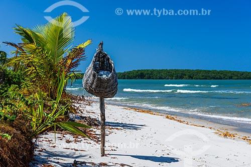 Lixeira de palha na orla da Ponta dos Castelhanos  - Cairu - Bahia (BA) - Brasil