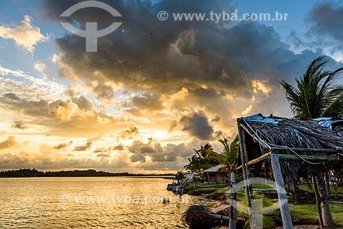 Vista do pôr do sol a partir da Vila de Barra Grande na cidade de Maraú  - Maraú - Bahia (BA) - Brasil