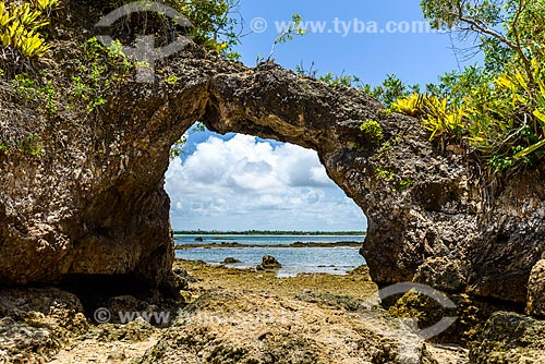 Vista da Pedra Furada na Ilha da Pedra Furada  - Camamu - Bahia (BA) - Brasil