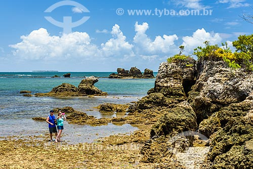 Banhistas na Ilha da Pedra Furada  - Camamu - Bahia (BA) - Brasil