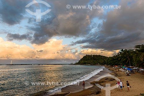 Pôr do sol na Ponta do Xaréu com o Farol da Ponta do Xaréu ao fundo  - Itacaré - Bahia (BA) - Brasil