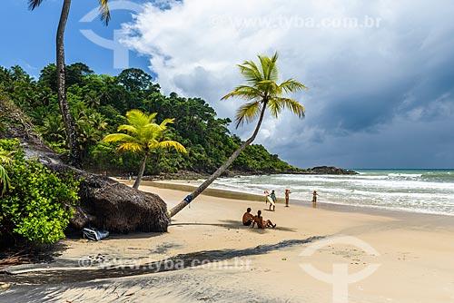 Banhistas na orla da Praia da Engenhoca  - Itacaré - Bahia (BA) - Brasil
