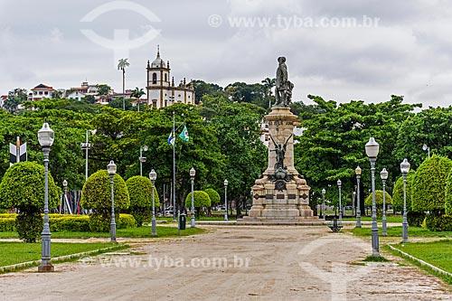 Estátua do Almirante Barroso (1909) na Praça Paris com a Igreja de Nossa Senhora da Glória do Outeiro (1739) ao fundo  - Rio de Janeiro - Rio de Janeiro (RJ) - Brasil
