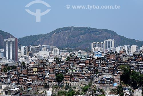 Morro do Santo Amaro com prédios ao fundo  - Rio de Janeiro - Rio de Janeiro (RJ) - Brasil
