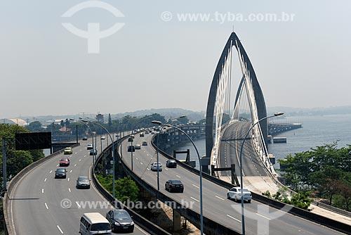 Trânsito na Ponte do Galeão e a direita a Ponte Prefeito Pereira Passos (2014) do BRT Transcarioca  - Rio de Janeiro - Rio de Janeiro (RJ) - Brasil
