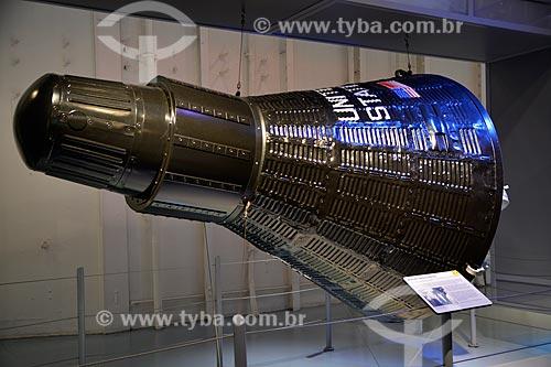 Réplica da Cápsula Mercury Aurora 7 no porta-aviões da Segunda Guerra Mundial USS Intrepid - Museu Intrepid (1982)  - Cidade de Nova Iorque - Nova Iorque - Estados Unidos
