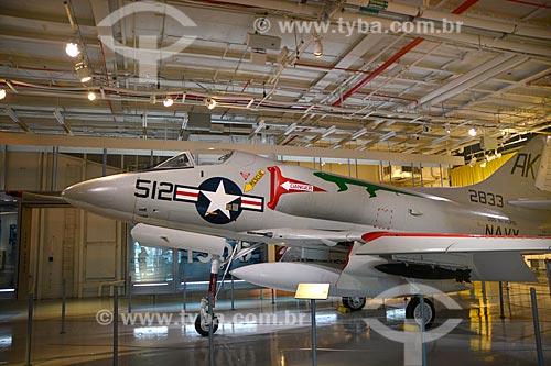 Avião - North American Aviation FJ-3 Fury no porta-aviões da Segunda Guerra Mundial USS Intrepid - Museu Intrepid (1982)  - Cidade de Nova Iorque - Nova Iorque - Estados Unidos
