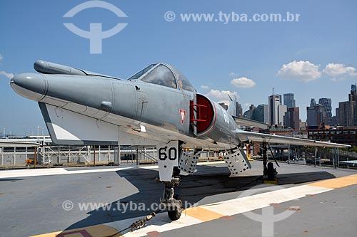Avião - Dassault Etendard IV M no porta-aviões da Segunda Guerra Mundial USS Intrepid - Museu Intrepid (1982)  - Cidade de Nova Iorque - Nova Iorque - Estados Unidos