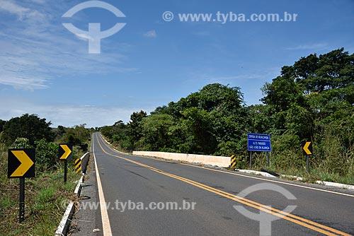Placa de sinalização da divisa entre os municípios de Alto Paraíso de Goiás e São João da Aliança na Rodovia GO-118  - Alto Paraíso de Goiás - Goiás (GO) - Brasil