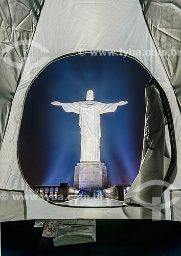 Barraca no mirante com o Cristo Redentor ao fundo  - Rio de Janeiro - Rio de Janeiro (RJ) - Brasil