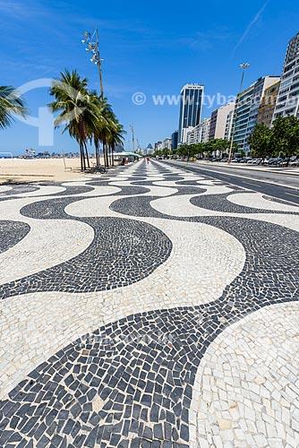 Calçadão na orla da Praia do Leme  - Rio de Janeiro - Rio de Janeiro (RJ) - Brasil