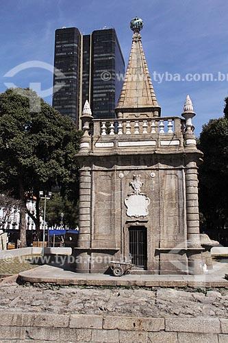 Chafariz do Mestre Valentim (1789) - também conhecido com Chafariz da Pirâmide - com o Edifício Centro Candido Mendes ao fundo  - Rio de Janeiro - Rio de Janeiro (RJ) - Brasil