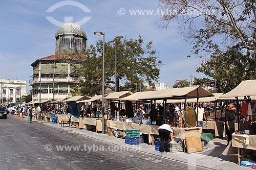 Feira de antiguidades da Praça XV de Novembro com o Restaurante Ancoramar - antigo Albamar - ao fundo  - Rio de Janeiro - Rio de Janeiro (RJ) - Brasil
