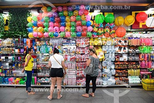 Loja de artigos descartáveis e de festas no Grande Mercado de Madureira (1959) - mais conhecido como Mercadão de Madureira  - Rio de Janeiro - Rio de Janeiro (RJ) - Brasil