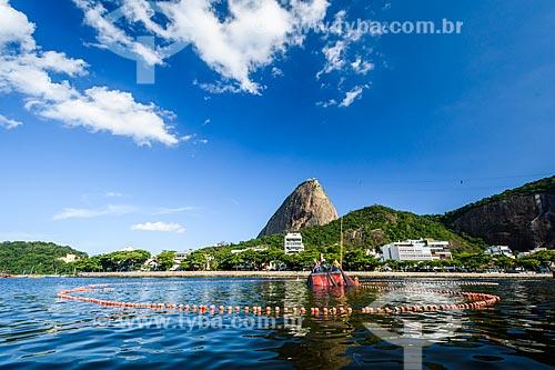 Pescadores na Baía de Guanabara com o Pão de Açúcar ao fundo  - Rio de Janeiro - Rio de Janeiro (RJ) - Brasil