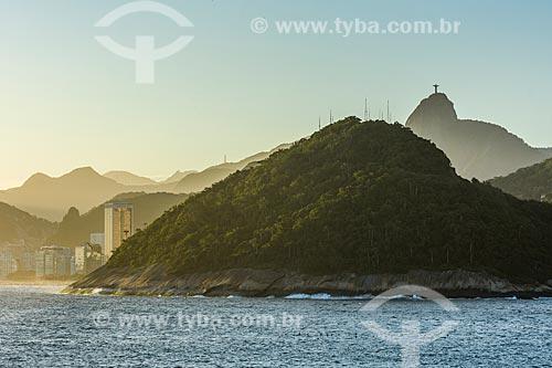 Vista do Cristo Redentor (1931) a partir da Ilha de Cotunduba na Baía de Guanabara  - Rio de Janeiro - Rio de Janeiro (RJ) - Brasil