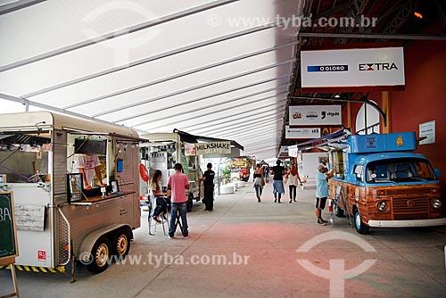 Praça de alimentação no Armazém 2 do Cais da Gamboa durante a exposição Uma Aventura de Natal  - Rio de Janeiro - Rio de Janeiro (RJ) - Brasil