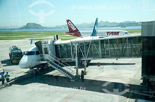 Avião na pista do Aeroporto Santos Dumont  - Rio de Janeiro - Rio de Janeiro (RJ) - Brasil