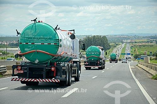 Tráfego de caminhões-tanques na Rodovia Santos Dumont (SP-075)  - Campinas - São Paulo (SP) - Brasil