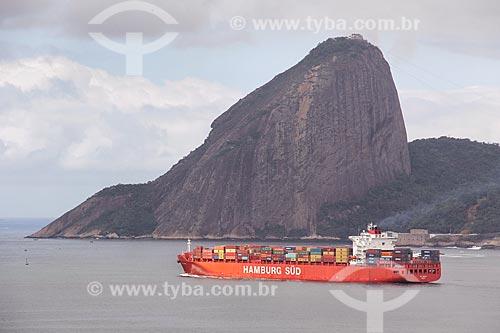 Navio cargueiro Rio Negro na entrada da Baía de Guanabara com Pão de Açúcar ao fundo  - Rio de Janeiro - Rio de Janeiro (RJ) - Brasil