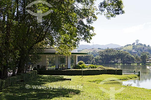 Fonte Vichy com o Lago de São Lourenço no Parque das Águas São Lourenço  - São Lourenço - Minas Gerais (MG) - Brasil