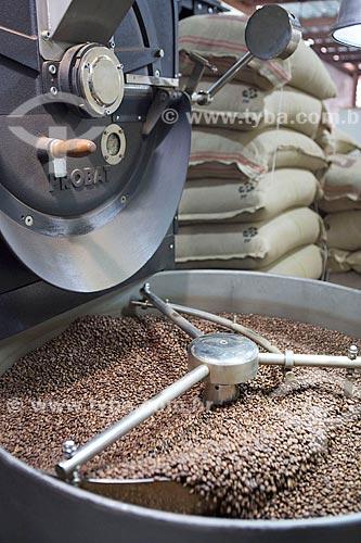 Detalhe de torrefação de grãos de café na Unique Cafés  - Carmo de Minas - Minas Gerais (MG) - Brasil