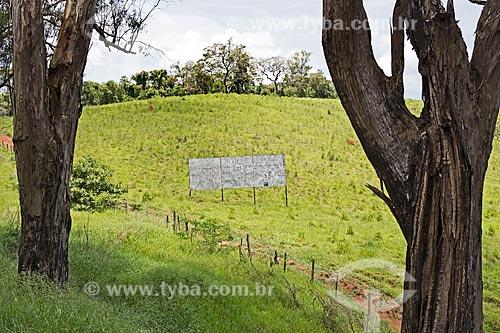 Outdoor na zona rural da cidade de Carmo de Minas  - Carmo de Minas - Minas Gerais (MG) - Brasil