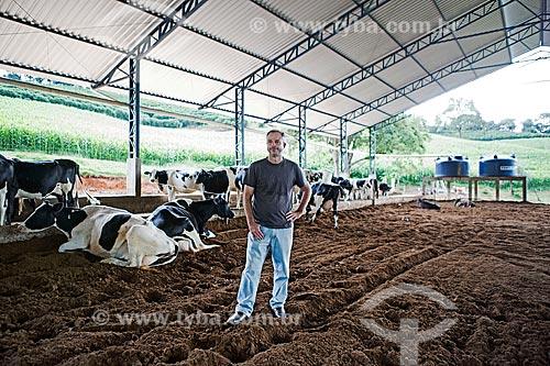 Luiz Flávio de Castro - proprietário da Fazenda Serra Azul - que utiliza o sistema de Compost Barn para produção de leite  - Carmo de Minas - Minas Gerais (MG) - Brasil