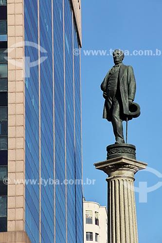 Detalhe do Monumento à Visconde de Mauá na Praça Mauá com o Centro Empresarial RB1 ao fundo  - Rio de Janeiro - Rio de Janeiro (RJ) - Brasil