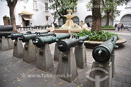 Fonte e canhão no Pátio dos Canhões do Museu Histórico Nacional  - Rio de Janeiro - Rio de Janeiro (RJ) - Brasil