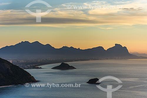 Vista da Praia da Reserva a partir da Pedra do Telégrafo no Morro de Guaratiba durante o amanhecer  - Rio de Janeiro - Rio de Janeiro (RJ) - Brasil