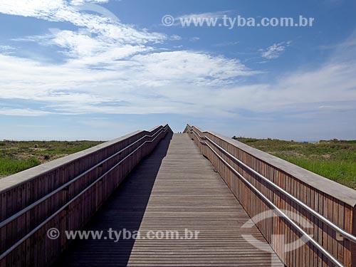 Plataforma de acesso a praia na orla da cidade de Ilha Comprida  - Ilha Comprida - São Paulo (SP) - Brasil