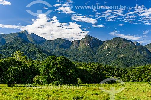 Vista do Morro da Mulher de Pedra a partir da Reserva Ecológica de Guapiaçu  - Cachoeiras de Macacu - Rio de Janeiro (RJ) - Brasil