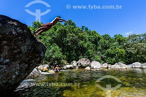 Banhista em rio da Reserva Ecológica de Guapiaçu  - Cachoeiras de Macacu - Rio de Janeiro (RJ) - Brasil