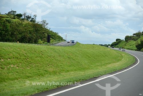 Tráfego em trecho da Rodovia dos Bandeirantes (SP-348)  - Campinas - São Paulo (SP) - Brasil
