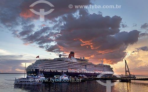 Navio de Cruzeiro Green Victoria atracado no Porto de Manaus durante o pôr do sol  - Manaus - Amazonas (AM) - Brasil
