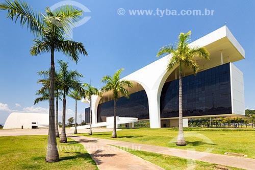 Auditório JK - à esquerda - com o Palácio Tiradentes - sede do Governo do Estado - na Cidade Administrativa Presidente Tancredo Neves (2010)  - Belo Horizonte - Minas Gerais (MG) - Brasil