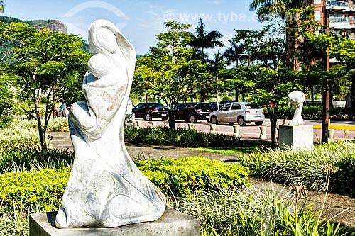 Detalhe de escultura em praça na Cidade Universitária Pedra Branca  - Palhoca - Santa Catarina - Brazil