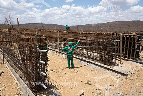 Canteiro de obras para a construção da ponte  sobre o canal do Projeto de Integração do Rio São Francisco com as bacias hidrográficas do Nordeste Setentrional  - São José de Piranhas - Paraíba (PB) - Brasil