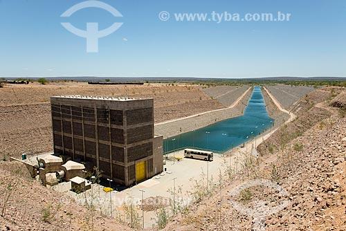 Canal e Unidade de Bombeamento Vertical UBV 1 - eixo leste - parte do Projeto de Integração do Rio São Francisco com as bacias hidrográficas do Nordeste Setentrional  - Floresta - Pernambuco (PE) - Brasil