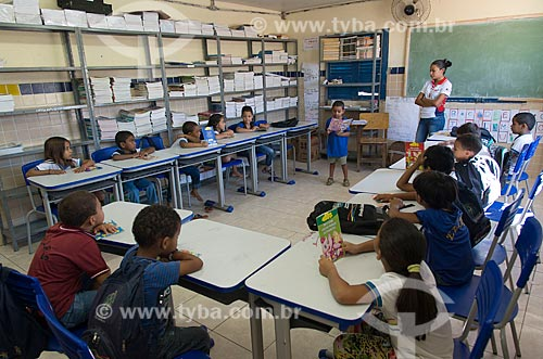 Interior de Escola Municipal da Aldeia Travessão de Ouro - Tribo Pipipãs  - Floresta - Pernambuco (PE) - Brasil