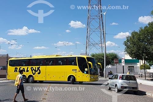 Ônibus manobrando no centro da cidade de Monteiro  - Monteiro - Paraíba (PB) - Brasil