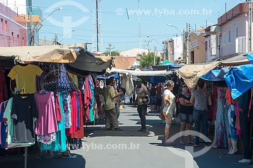 Roupa à venda na feira livre da cidade de Cabrobó  - Cabrobó - Pernambuco (PE) - Brasil