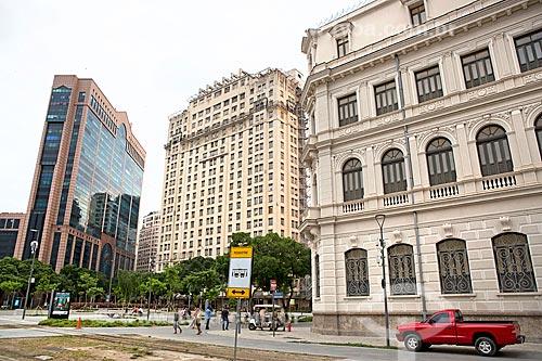 Vista da Praça Mauá com o Centro Empresarial RB1 e o Edifício Joseph Gire (1929) - também conhecido como Edifício A Noite  - Rio de Janeiro - Rio de Janeiro (RJ) - Brasil