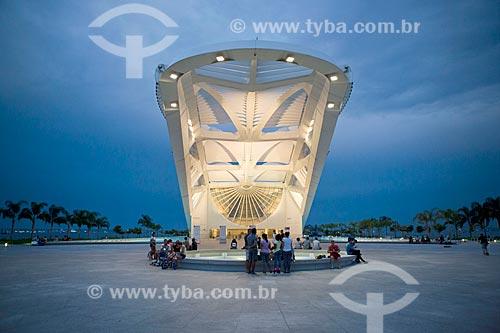 Fachada do Museu do Amanhã durante o anoitecer  - Rio de Janeiro - Rio de Janeiro (RJ) - Brasil